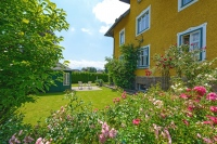 Apartment Rose Garden