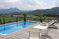 Villa Pool Position